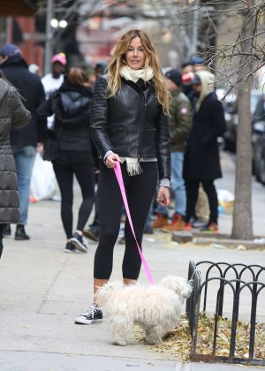Kelly Bensimon - Shopping with her dog in Soho
