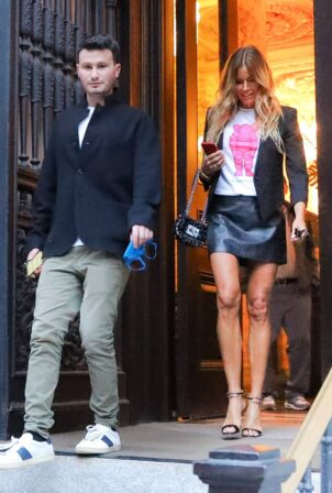 Kelly Bensimon - Spotted arriving home in New York