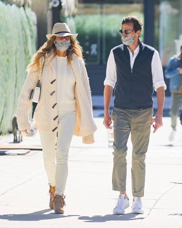 Kelly Bensimon - Steps out for a walk with a mystery man in New York