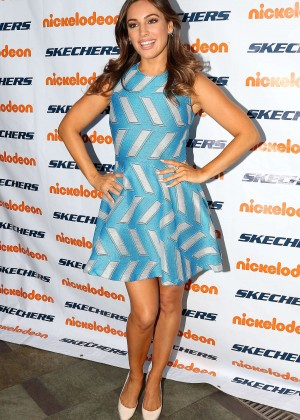 Kelly Brook - 2015 Skechers Pier to Pier Friendship Walk in Manhattan Beach