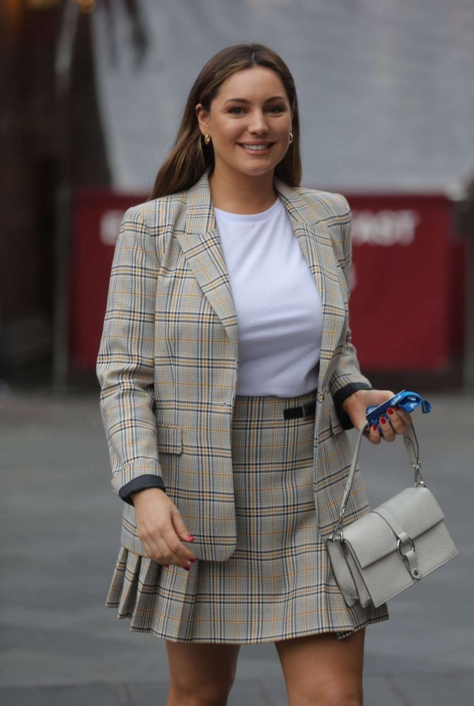 Kelly Brook – Arrives at Global Radio studios in London