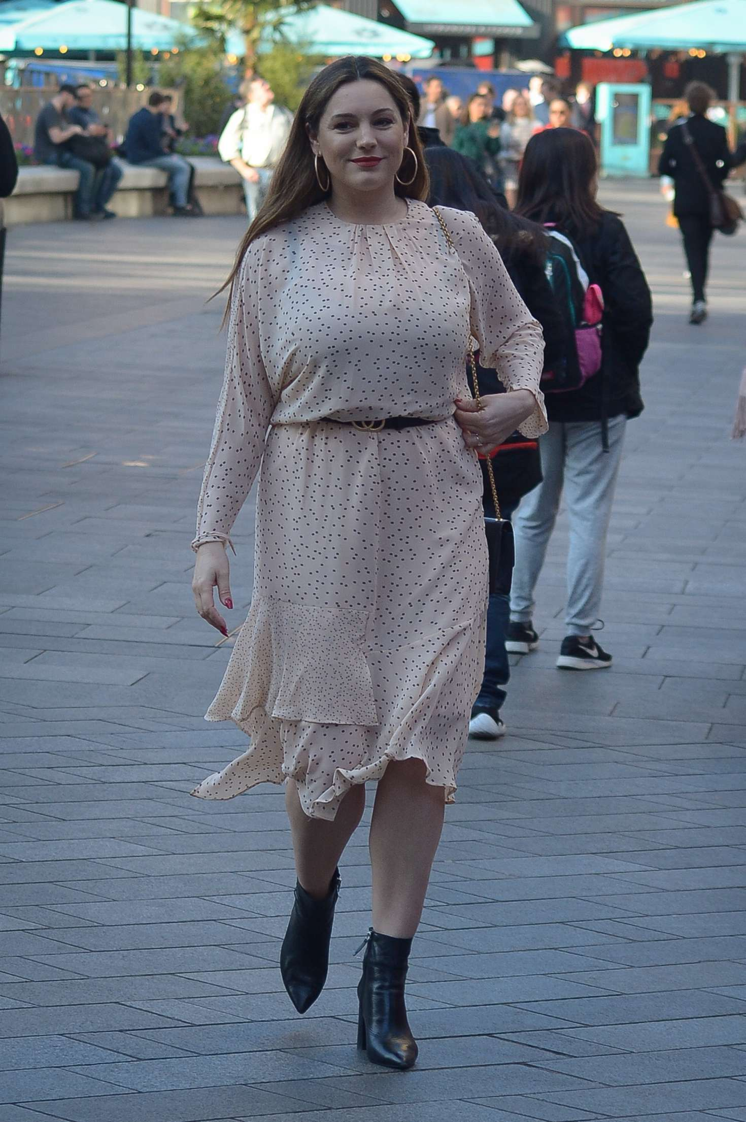 Kelly Brook 2019 : Kelly Brook: Arriving at Global Show in London -03