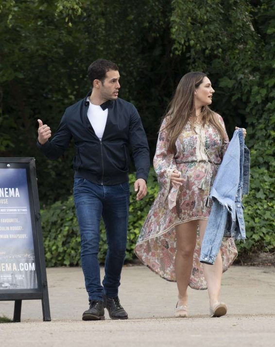 Kelly Brook 2019 : Kelly Brook – Arriving for the House Festival in Hampstead-04