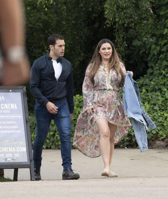 Kelly Brook 2019 : Kelly Brook – Arriving for the House Festival in Hampstead-06