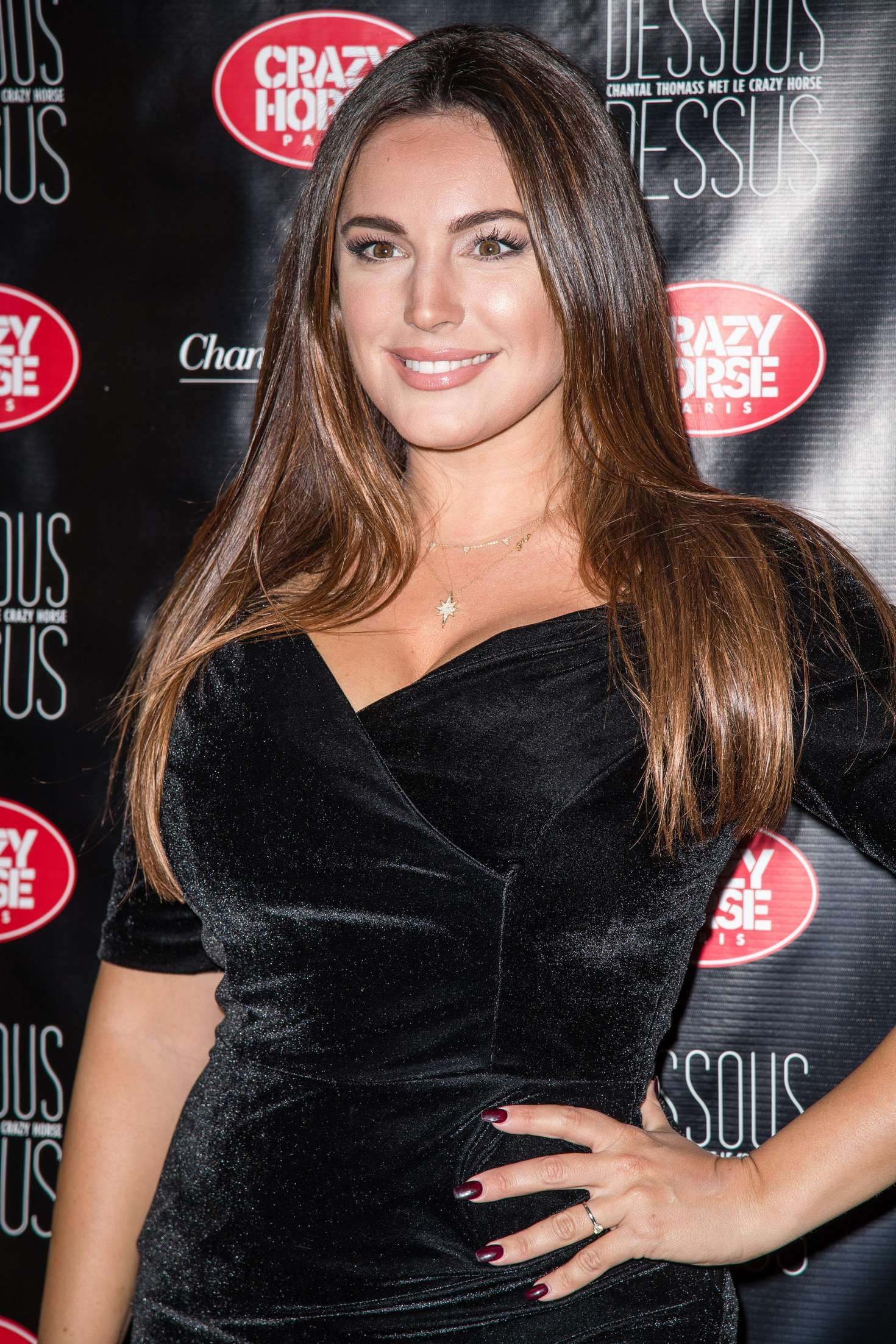 Kelly Brook Chantal Thomass Dessous Dessus Show In Paris