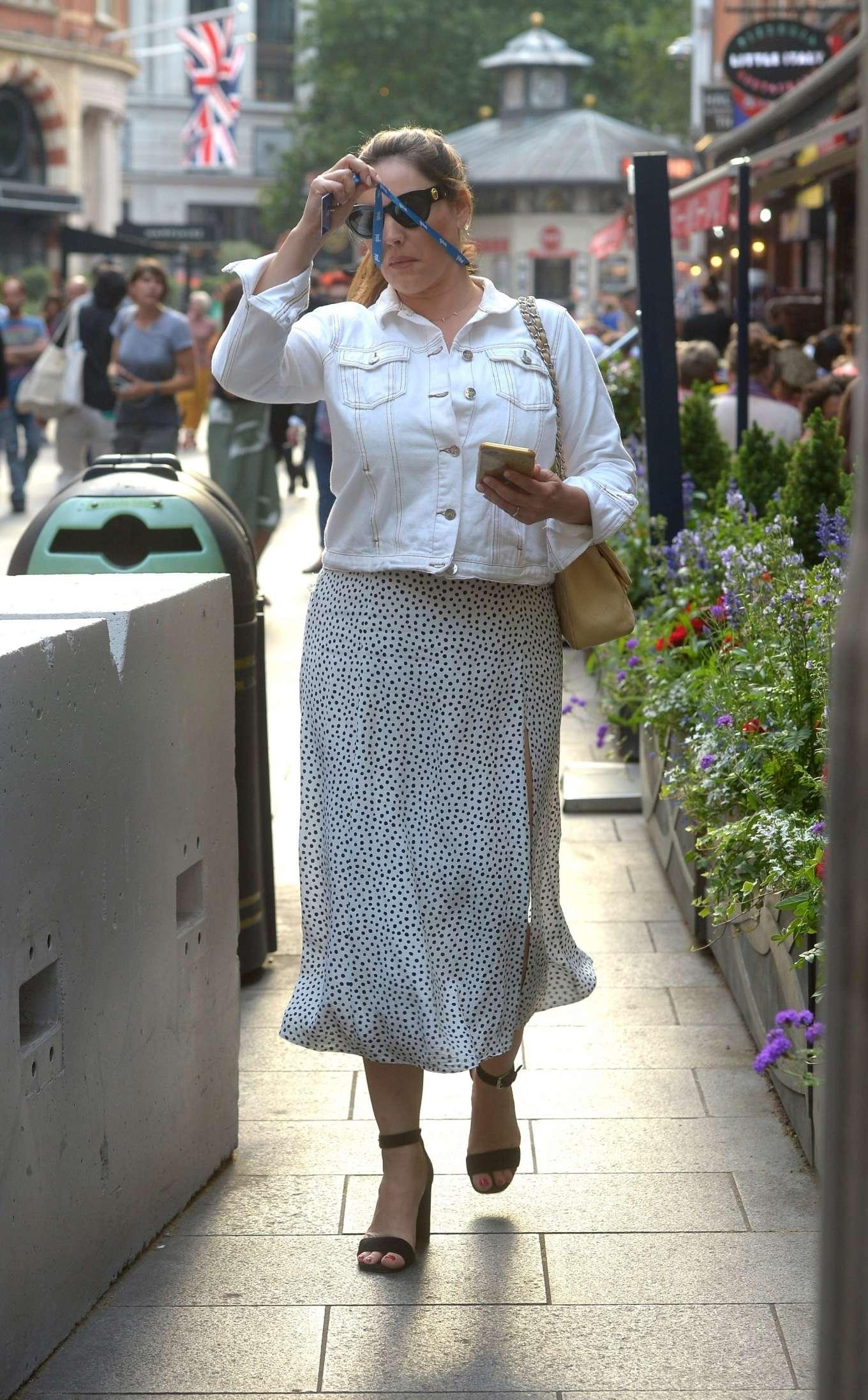 Kelly Brook 2019 : Kelly Brook in Summer Skirt-07