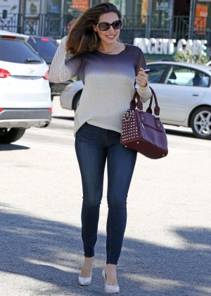 Kelly Brook in Skinny Jeans at Whole Foods in West Hollywood