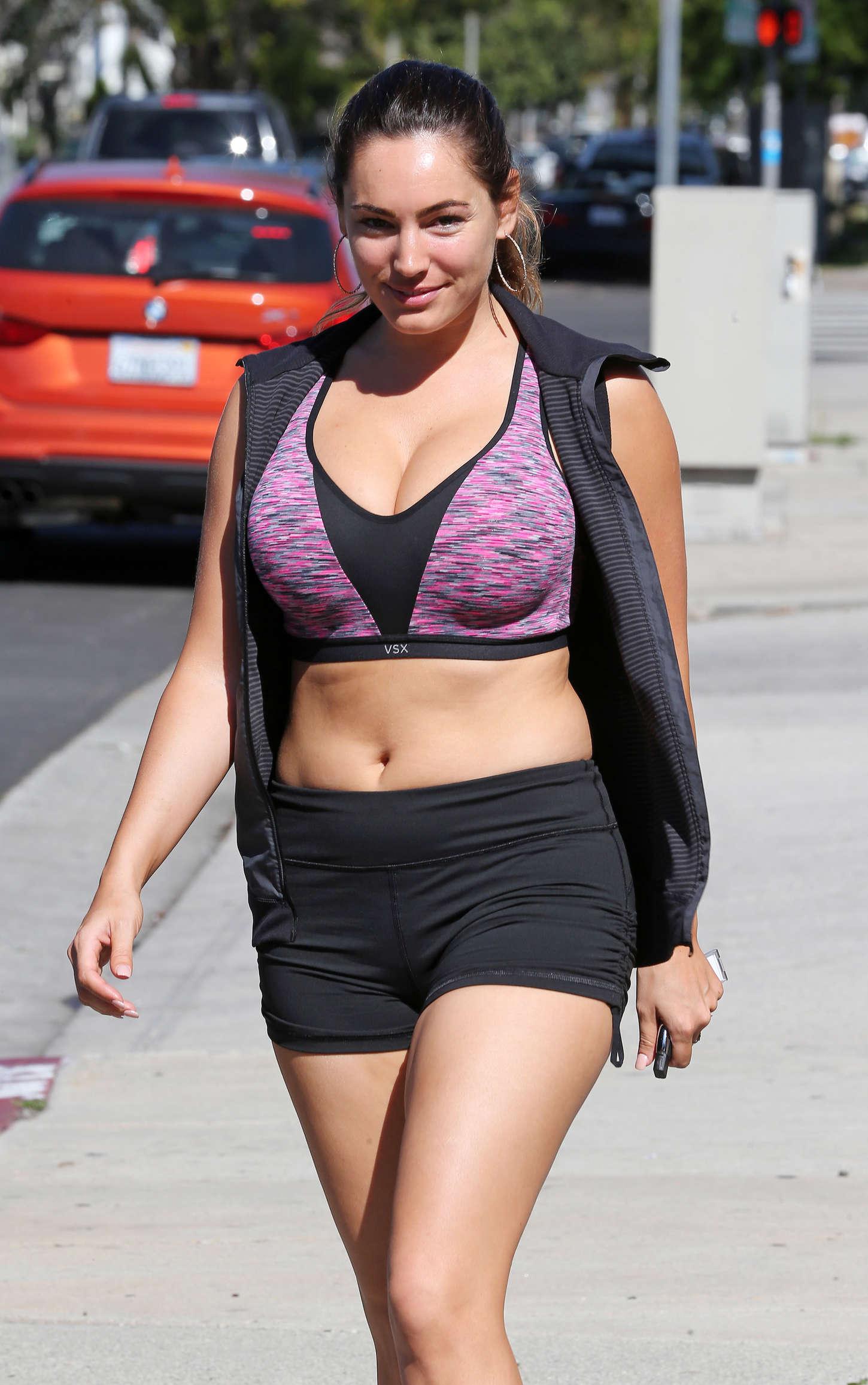 Kelly brook in tiny shorts and sports bra 18 gotceleb for 18 and tiny com