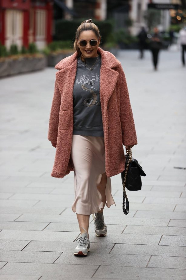 Kelly Brook - Look comfy outside Global Radio in London
