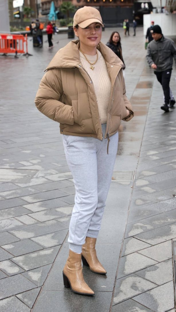 Kelly Brook - Looks casual in London