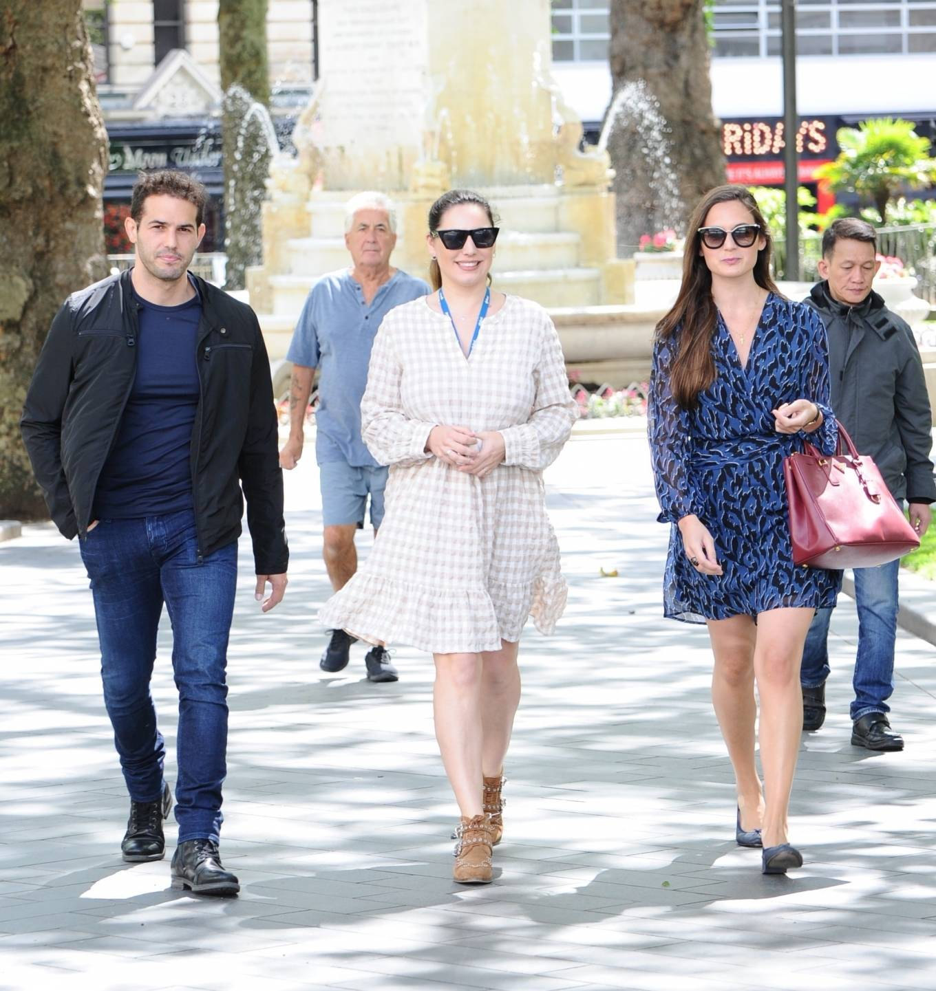Kelly Brook - Out for lunch with Jeremy Parisi and her sister in London