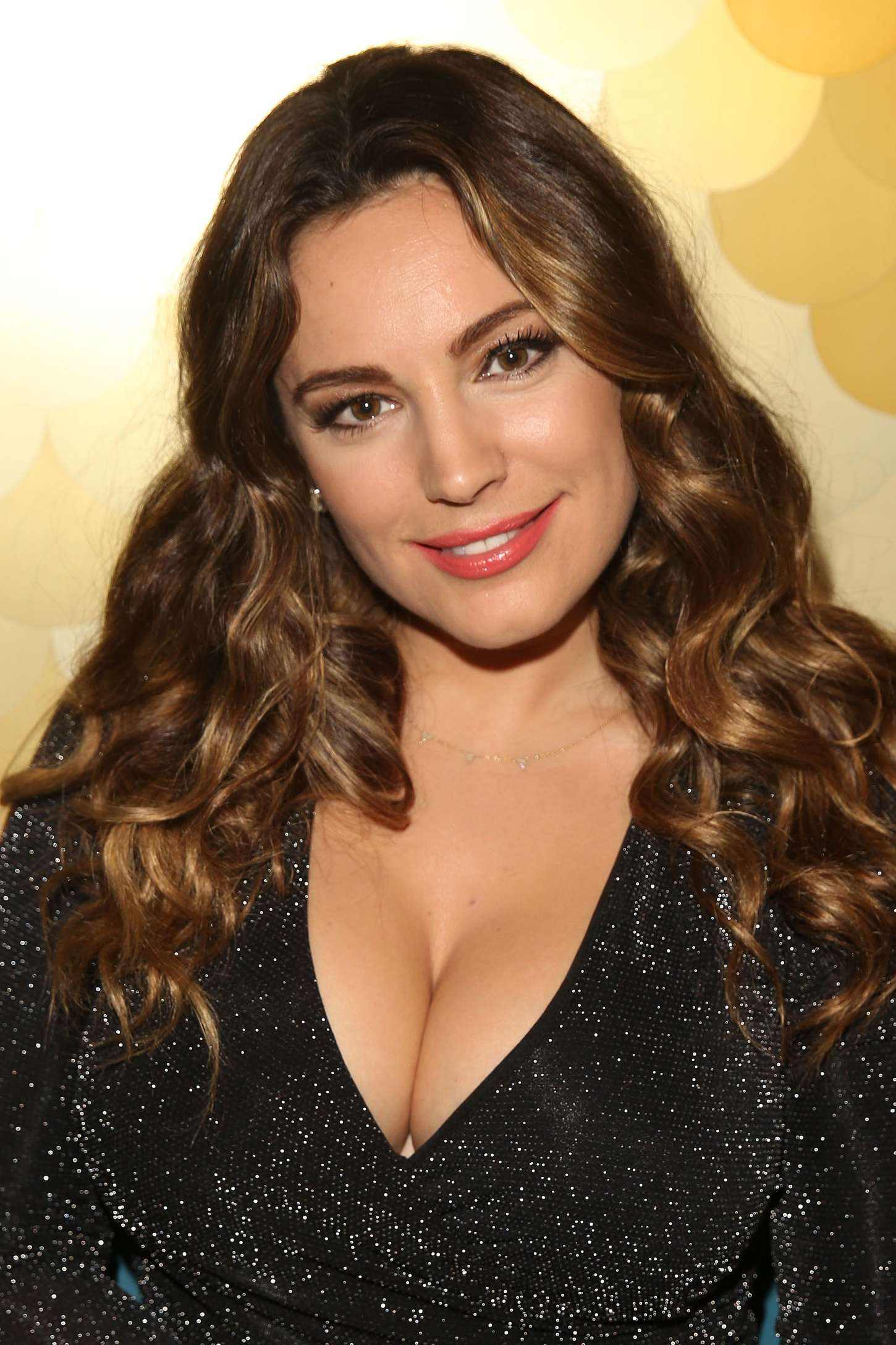 Alessandra ambrosio boobs in verdades secretas scandalplanet - 3 part 5