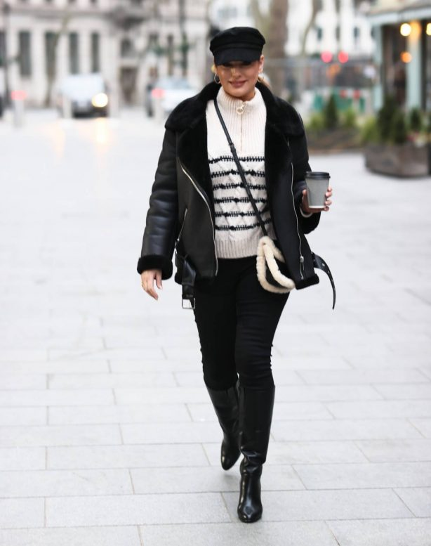 Kelly Brook - Seen arriving at Global Radio in London