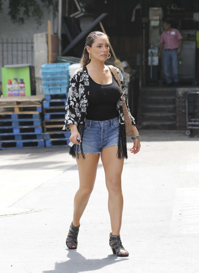 Kelly Brook in Jeans Shorts - Shopping at Bristol Farms in LA