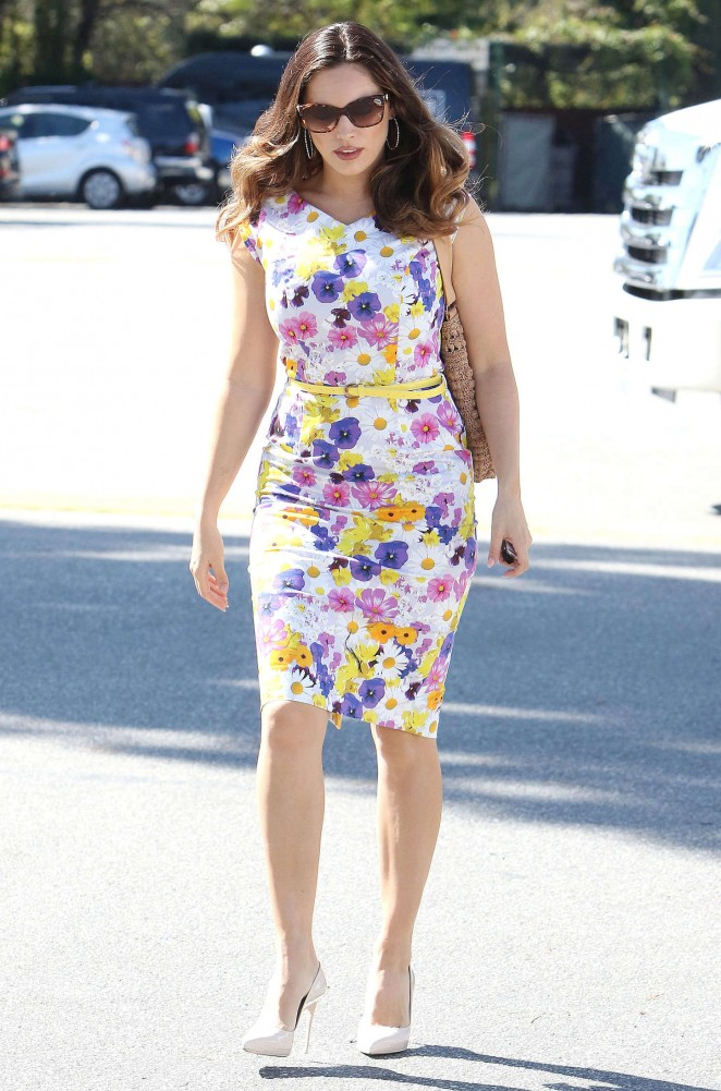 Kelly Brook in Floral Tight Dress -06