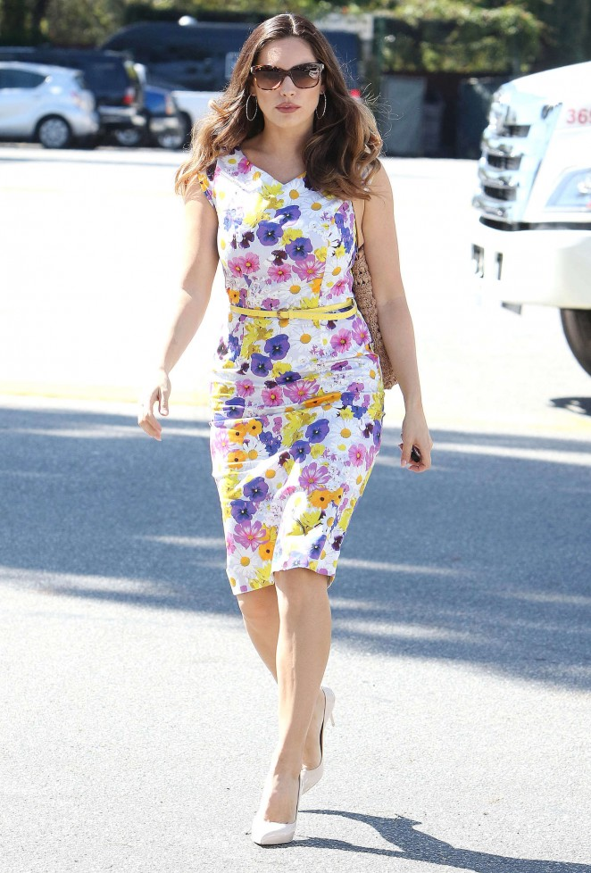 Kelly Brook in Floral Tight Dress -28