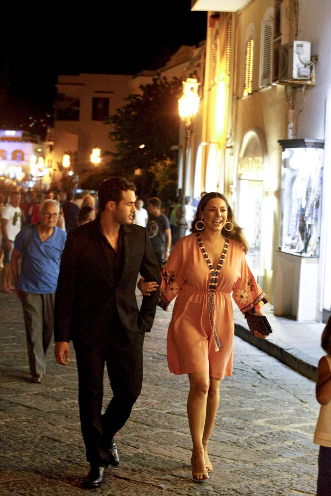 Kelly Brook Shopping in Ischia Island