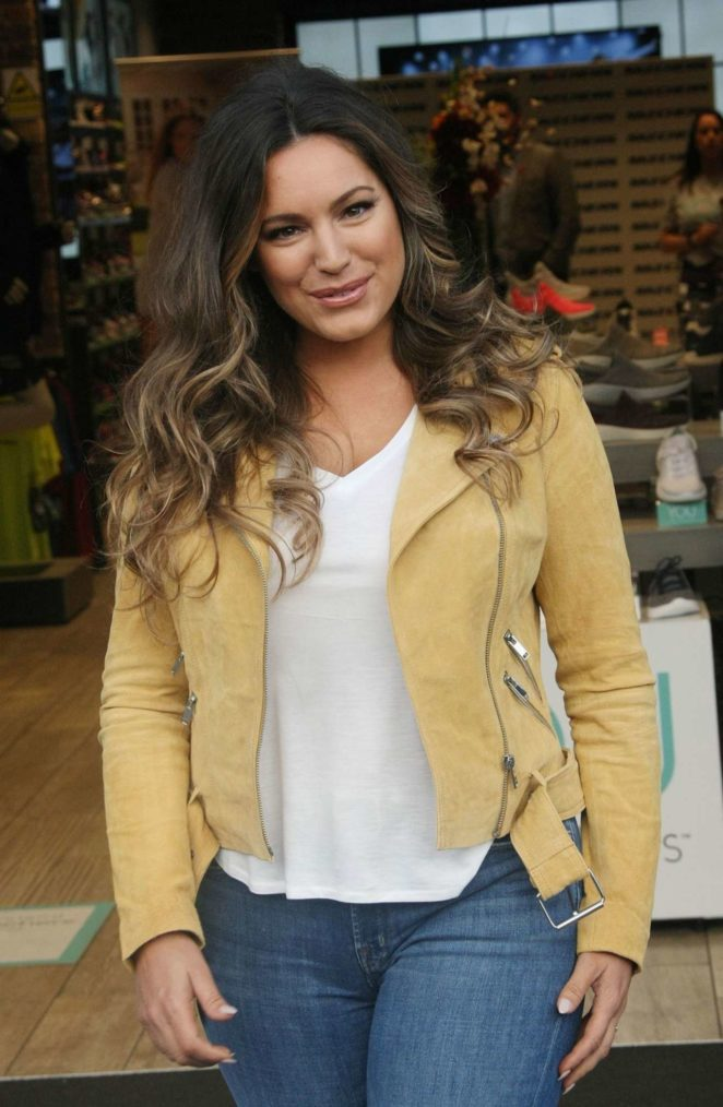 Kelly Brook - Skechers Photocall in Dublin