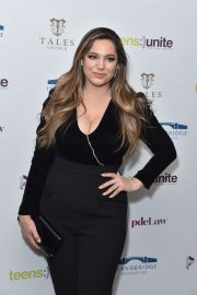 Kelly Brook - Teens Unite Annual Fundraising Gala in London