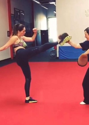 Kelly Brook - Training at the Shaolin Wushu Centre in LA