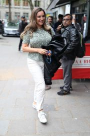 Kelly Brook - Wears T shirt and white jeans in London