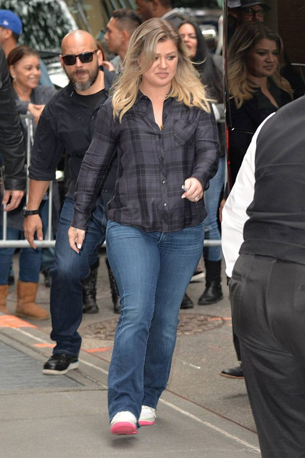 Kelly Clarkson - Pictured at The View in New York