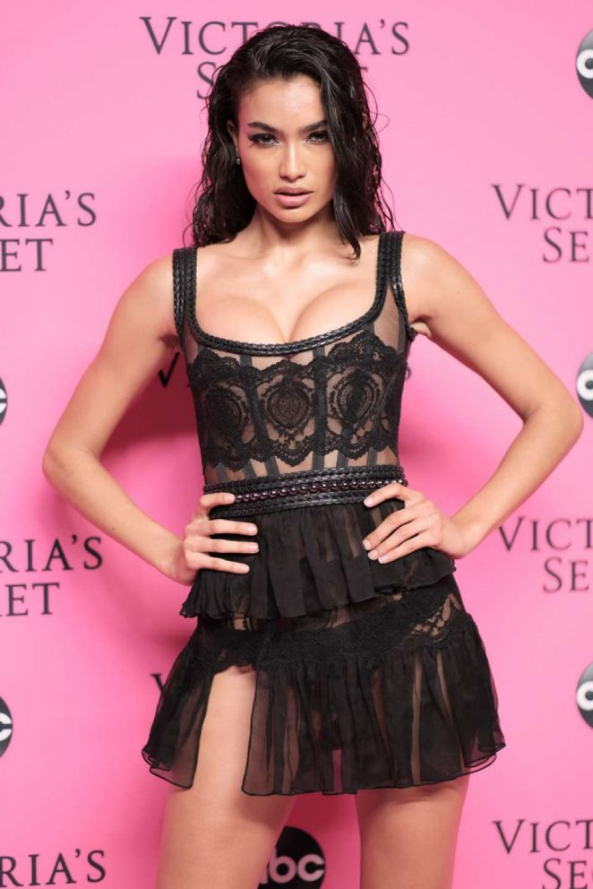 Kelly Gale - 2018 Victoria's Secret Viewing Party in New York