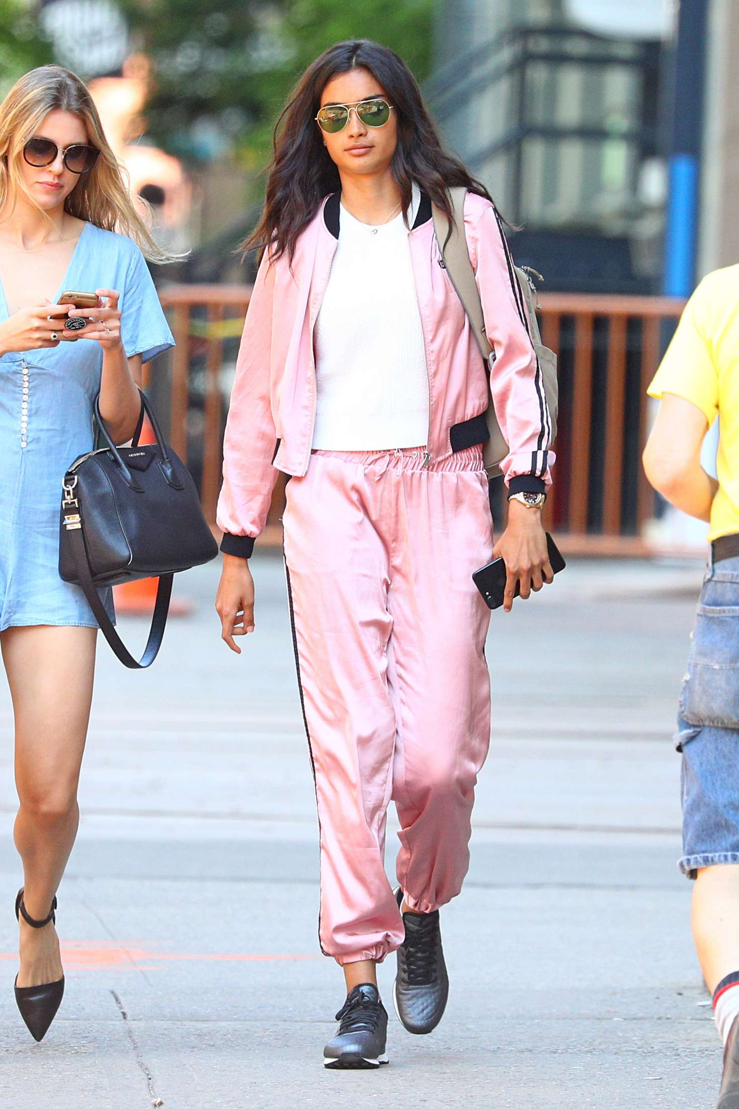 Kelly Gale 2018 : Kelly Gale in Bright Pink Tracksuit -01