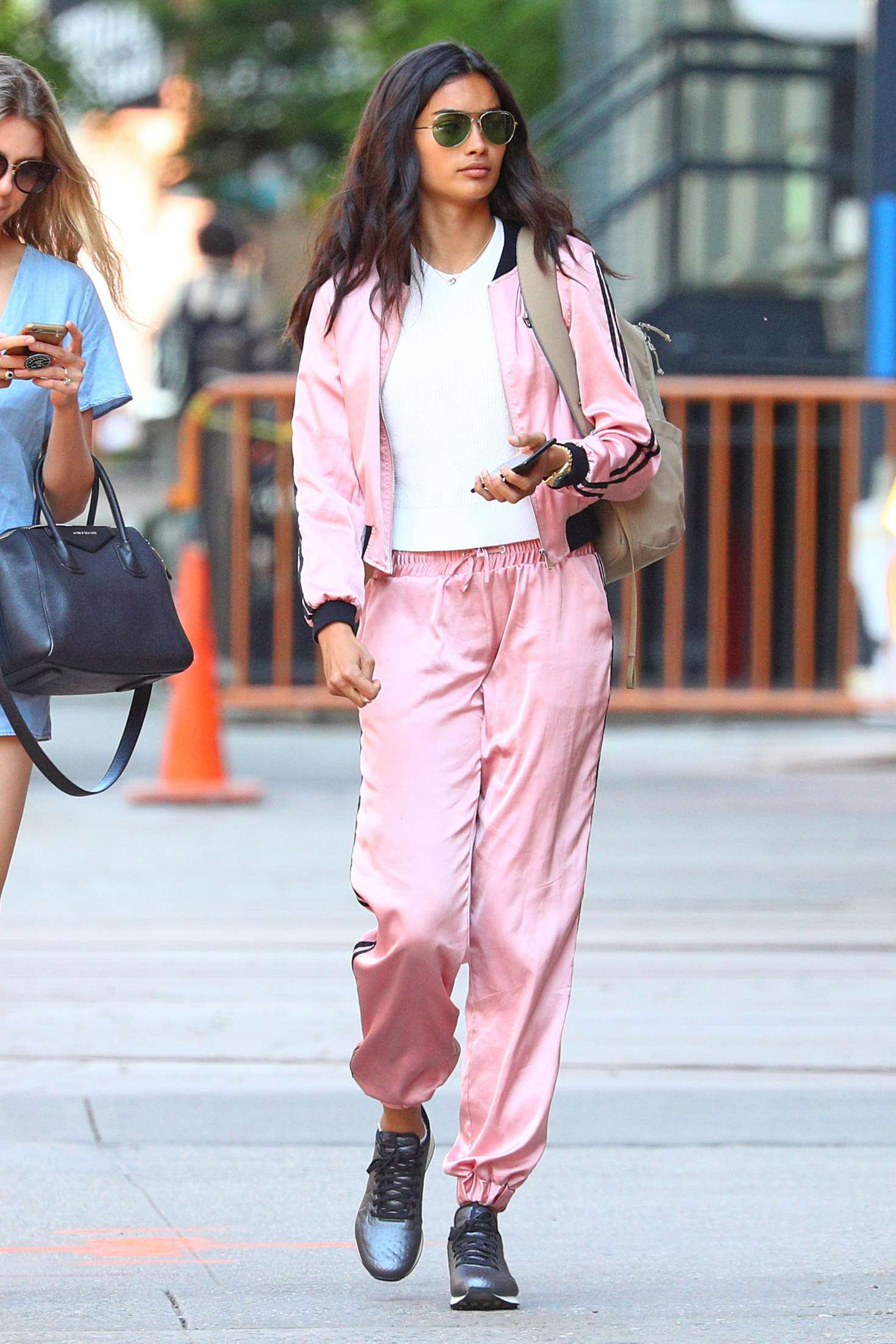 Kelly Gale 2018 : Kelly Gale in Bright Pink Tracksuit -04
