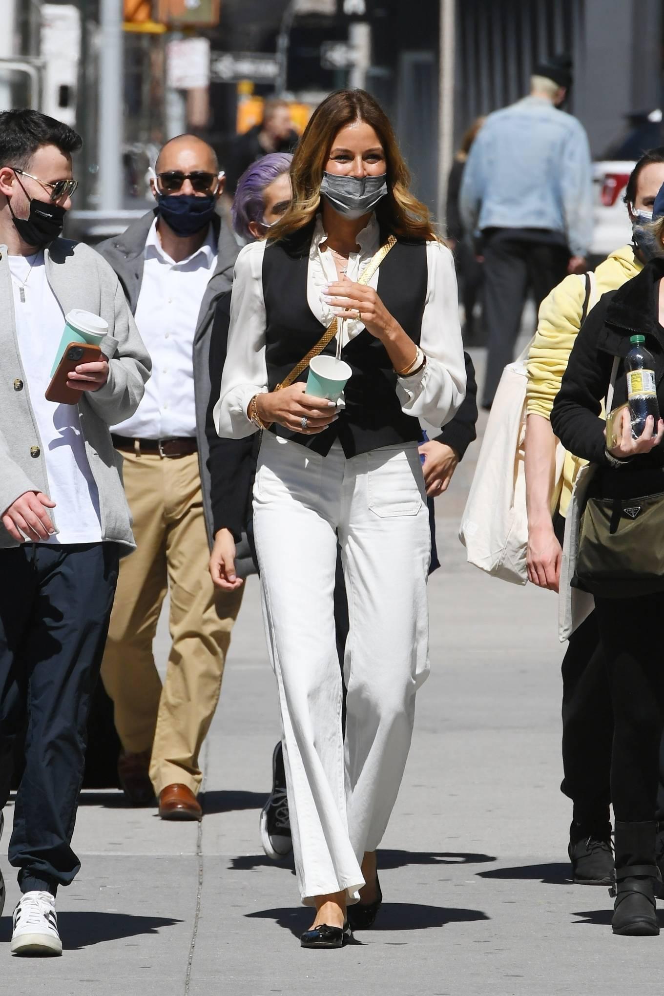Kelly Bensimon 2021 : Kelly Killoren Bensimon – Seen in a monochrome outfit in SoHo – New York-02