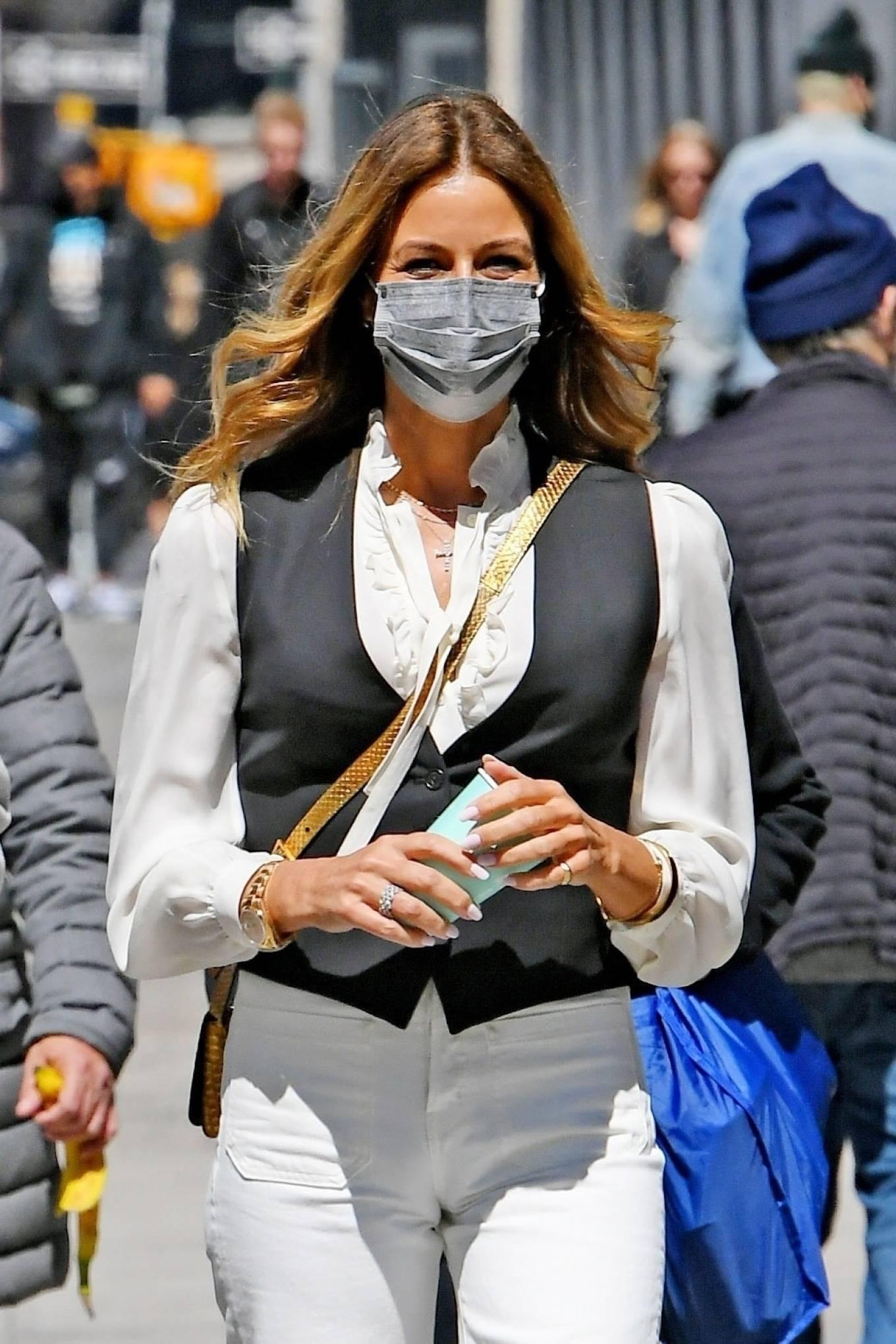 Kelly Bensimon 2021 : Kelly Killoren Bensimon – Seen in a monochrome outfit in SoHo – New York-04
