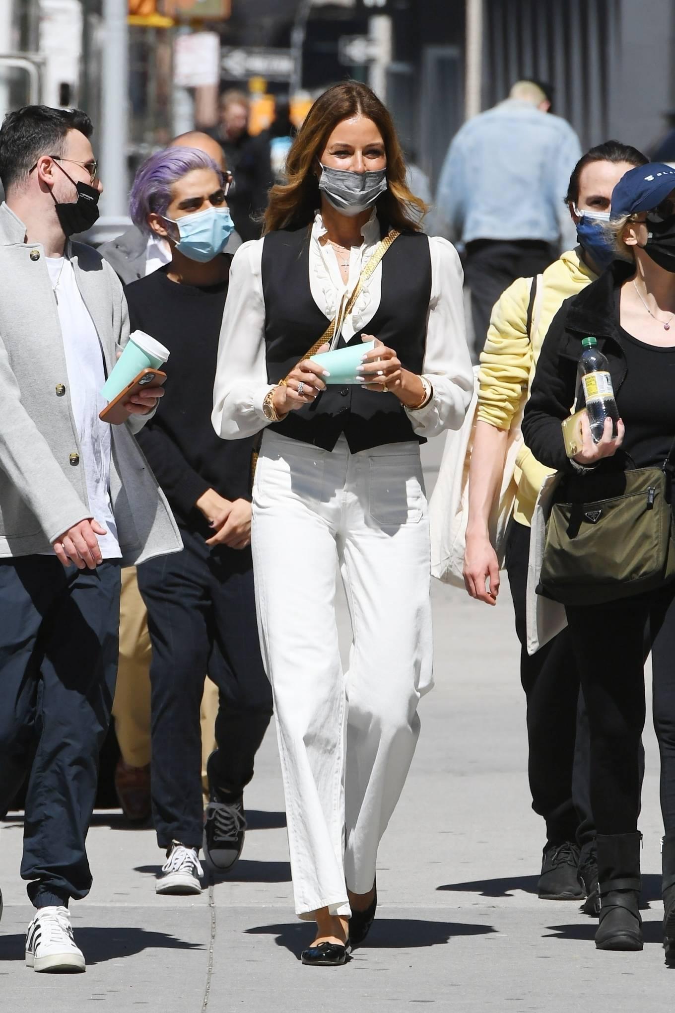 Kelly Bensimon 2021 : Kelly Killoren Bensimon – Seen in a monochrome outfit in SoHo – New York-05