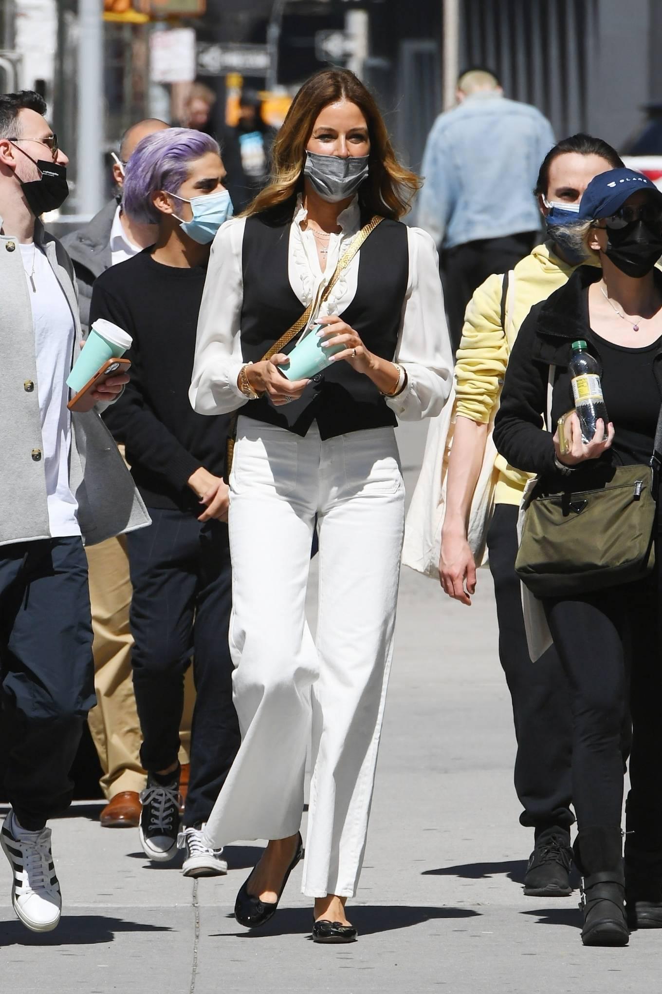 Kelly Bensimon 2021 : Kelly Killoren Bensimon – Seen in a monochrome outfit in SoHo – New York-06