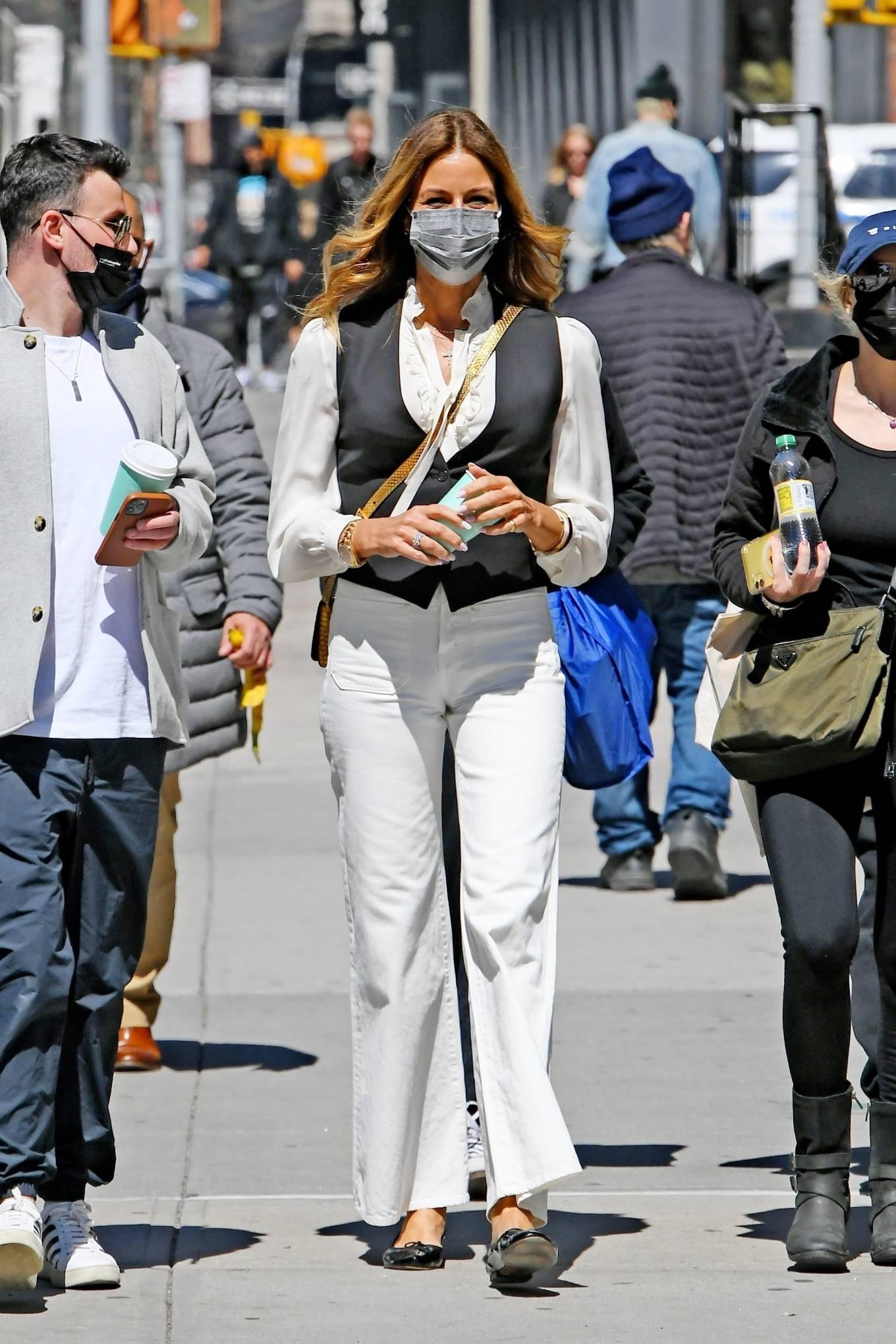 Kelly Bensimon 2021 : Kelly Killoren Bensimon – Seen in a monochrome outfit in SoHo – New York-09