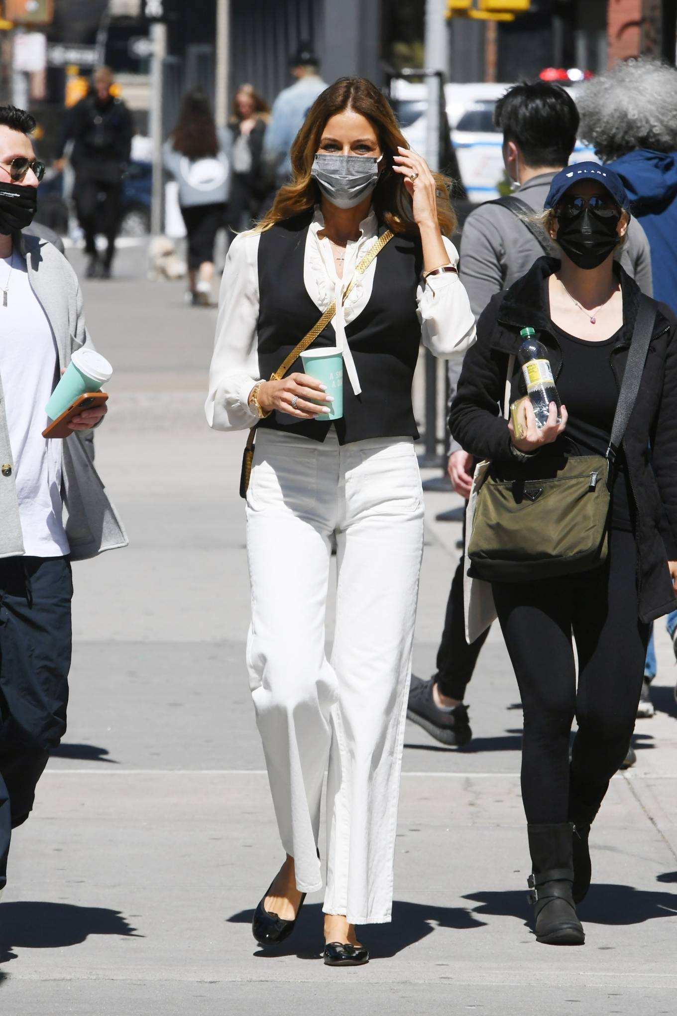 Kelly Bensimon 2021 : Kelly Killoren Bensimon – Seen in a monochrome outfit in SoHo – New York-10