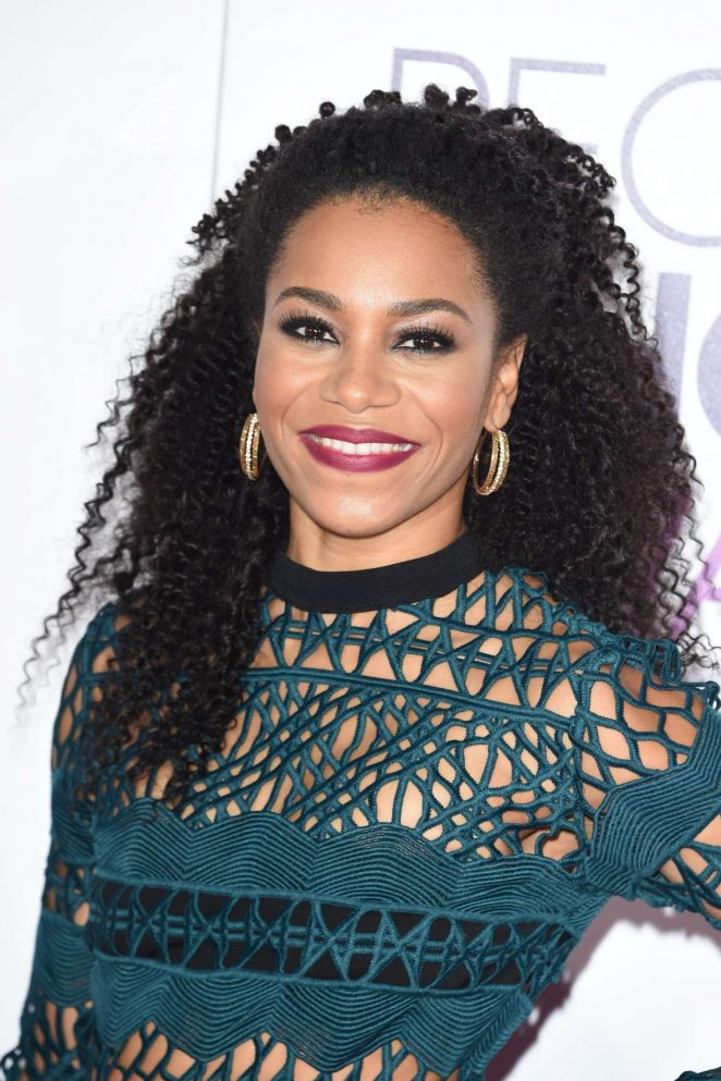Kelly McCreary - 2017 People's Choice Awards in Los Angeles