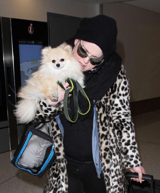 Kelly Osbourne - Arrives at Los Angeles International Airport