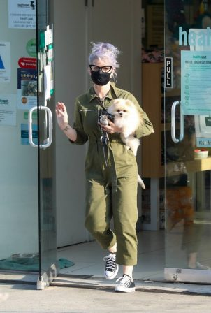 Kelly Osbourne - Picks up her Pomeranian from Healthy Spot in Los Angeles