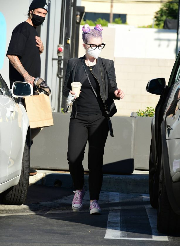Kelly Osbourne - Shows off new new look in Los Angeles