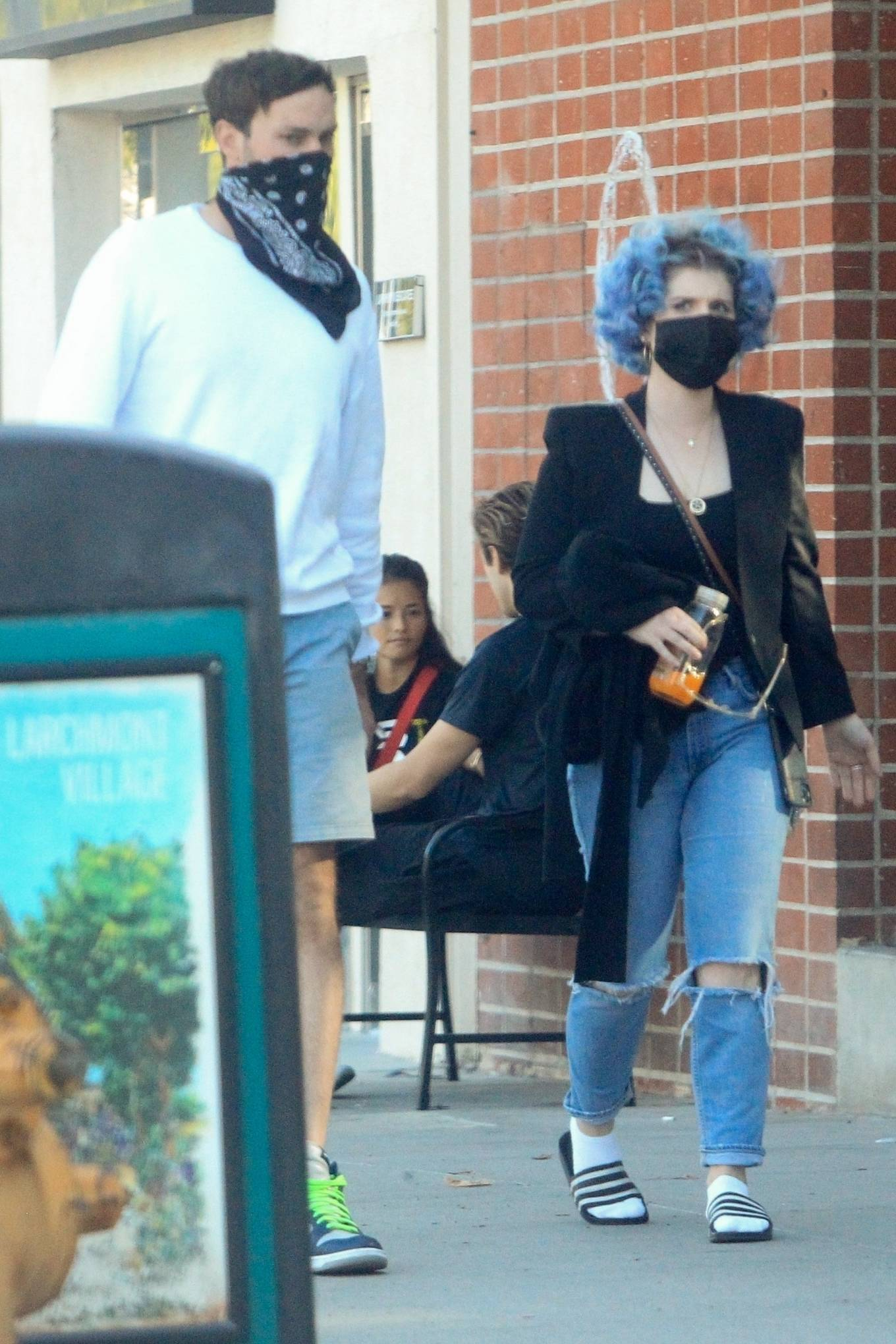 Kelly Osbourne - Spotted on a lunch with mystery man in Los Angeles
