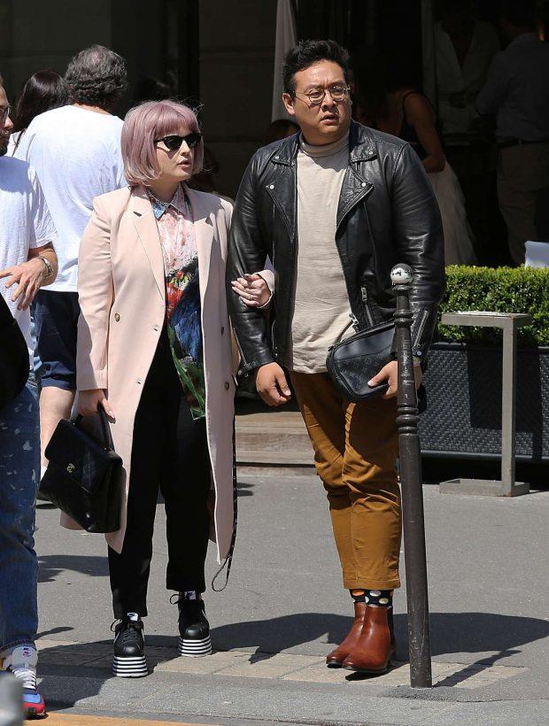 Kelly Osbourne: Strolling with a Man in Paris-01