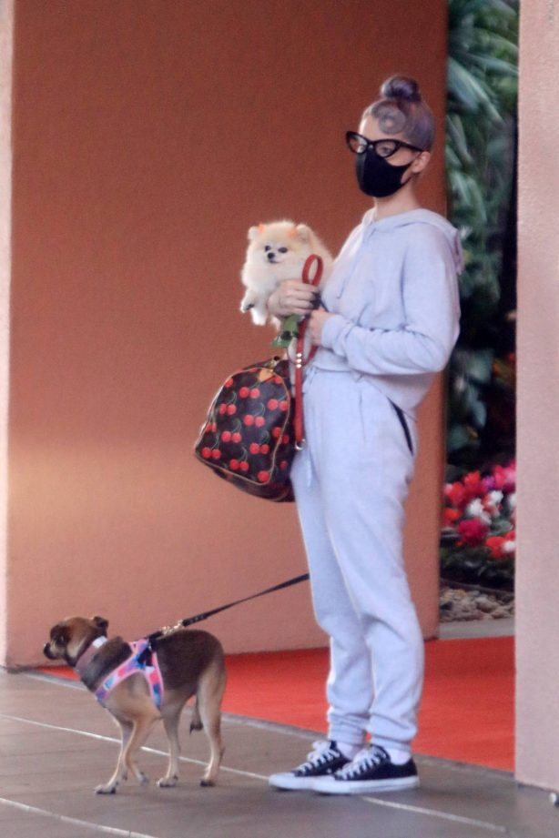 Kelly Osbourne - With her two dogs to the Beverly Hills Hotel