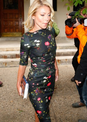 Kelly Ripa - Arriving at 'Live with Kelly and Michael' in New York
