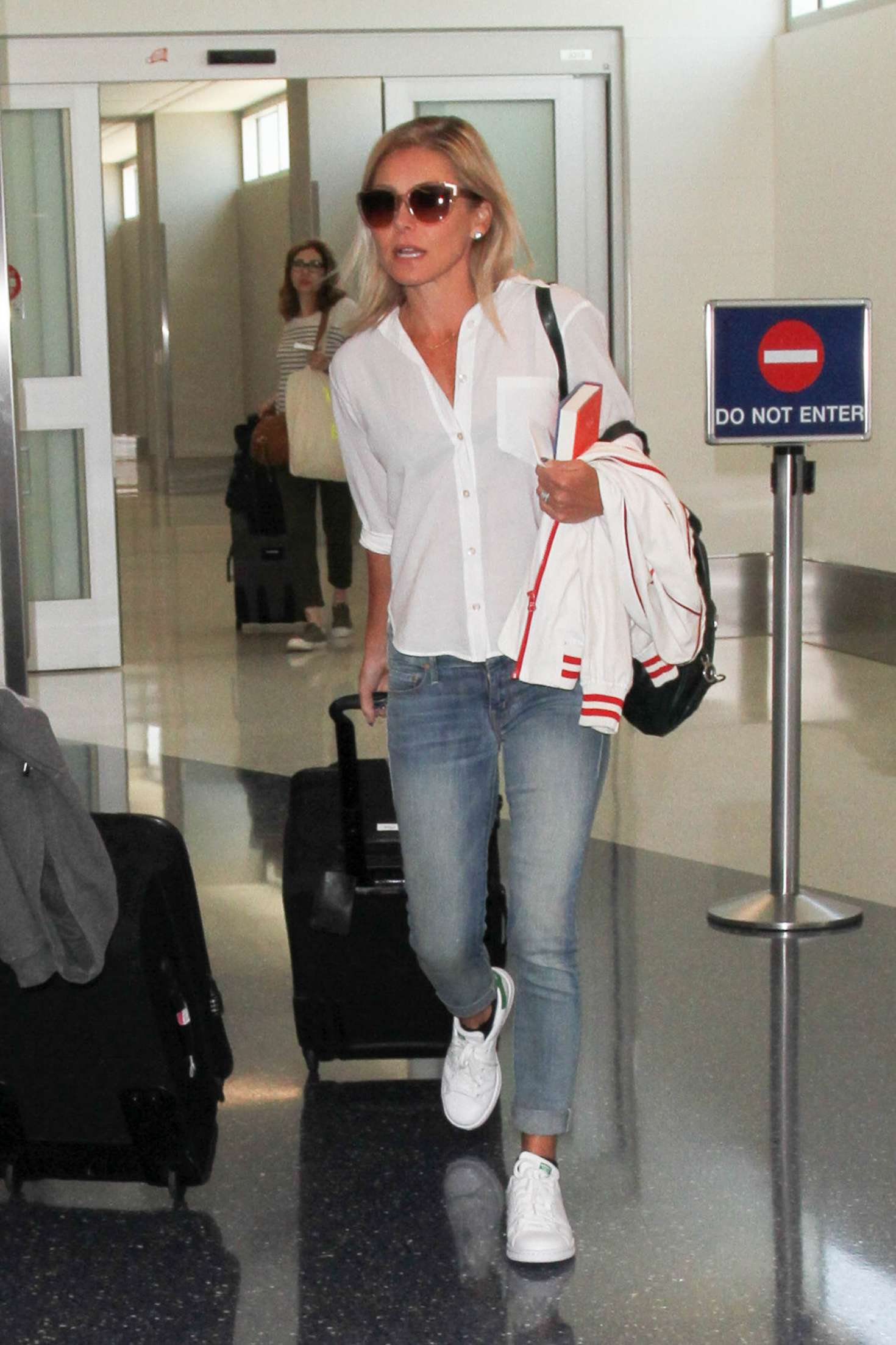 Kelly Ripa At Los Angeles International Airport Gotceleb