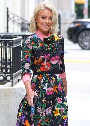 Kelly Ripa Heads to Seth Meyers Show in New York City