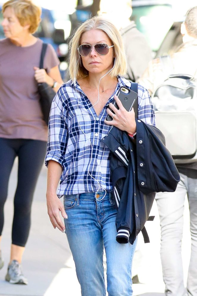 Kelly Ripa in Jeans out in New York City