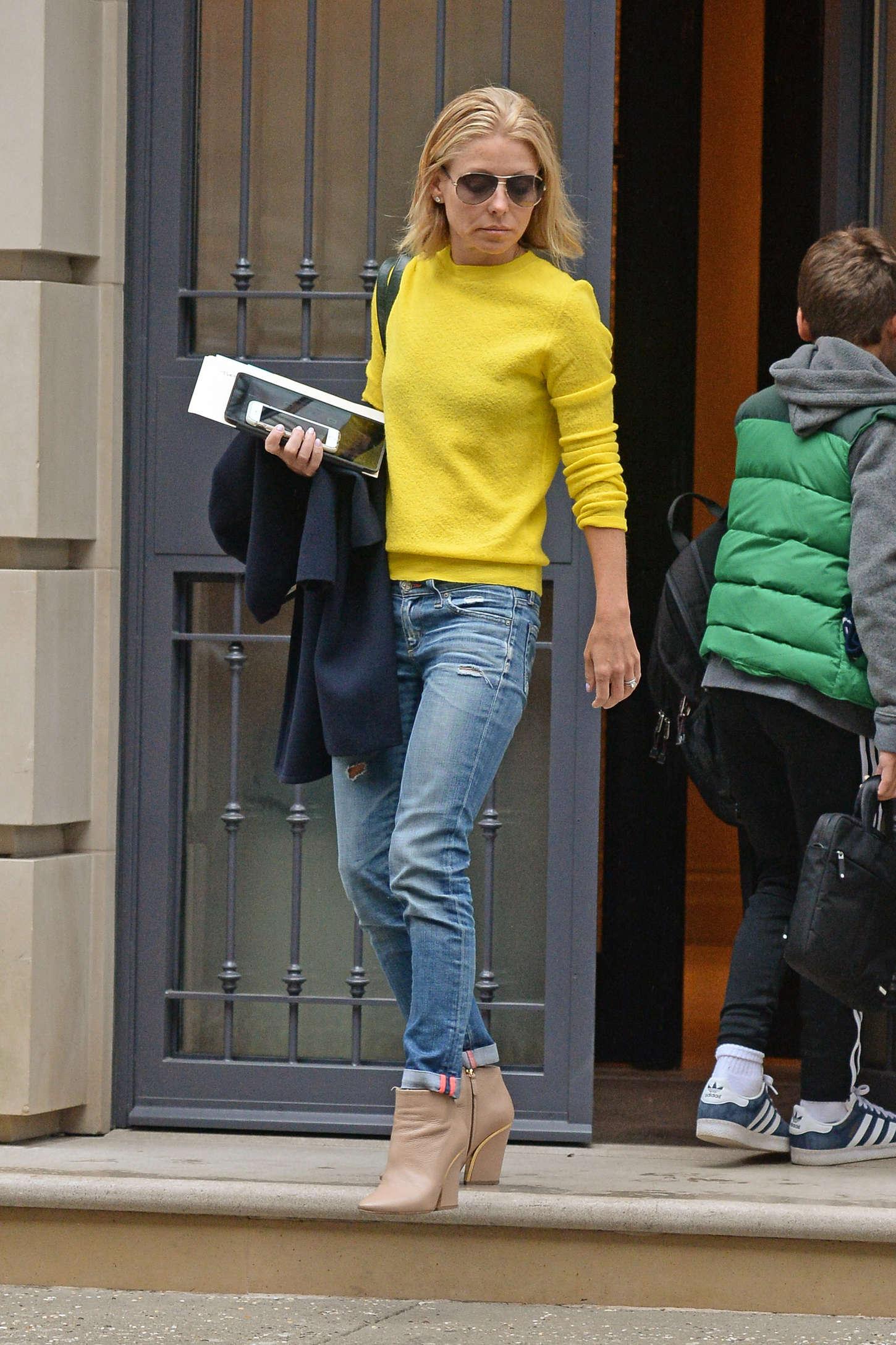 Kelly Ripa Leaving Her Apartment 05