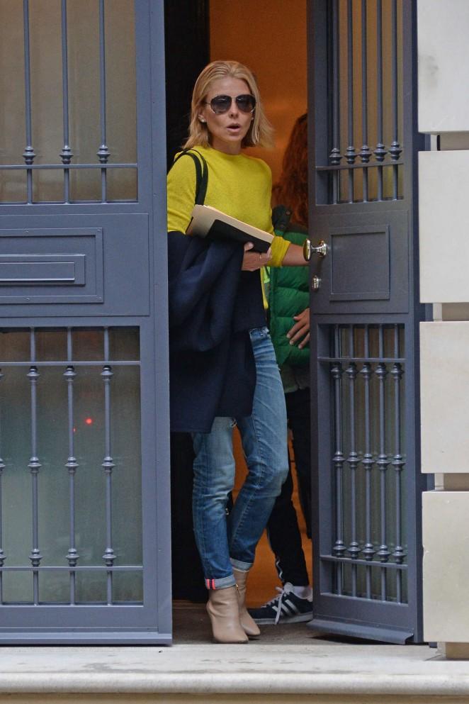Kelly Ripa Leaving Her Apartment 09