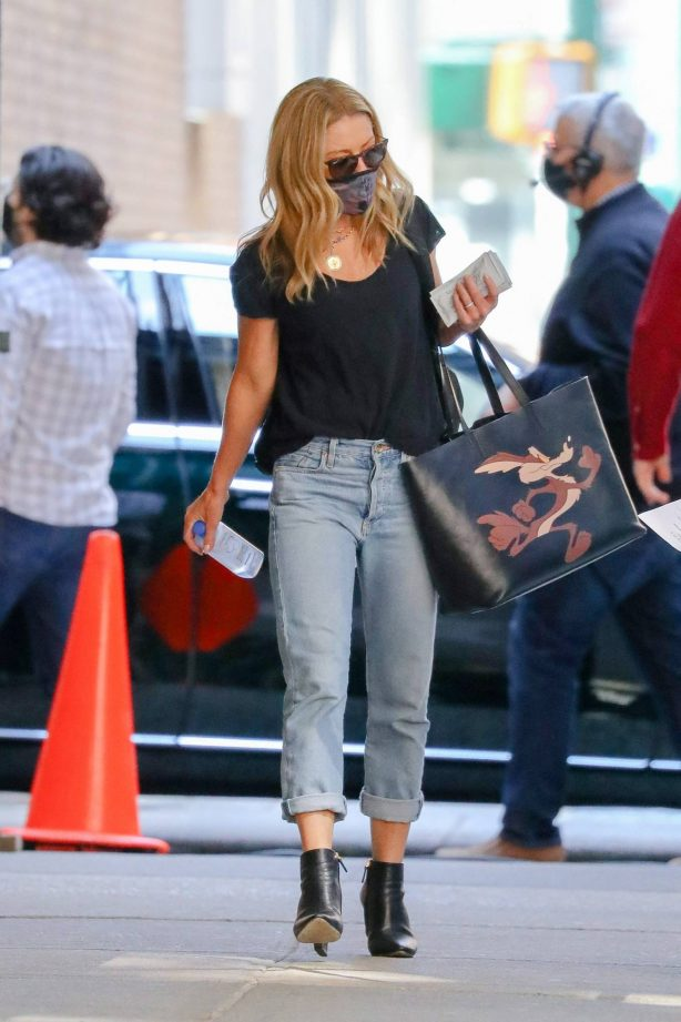Kelly Ripa - Seen carrying a Calvin Klein Wile E. Coyote bag while out in New York
