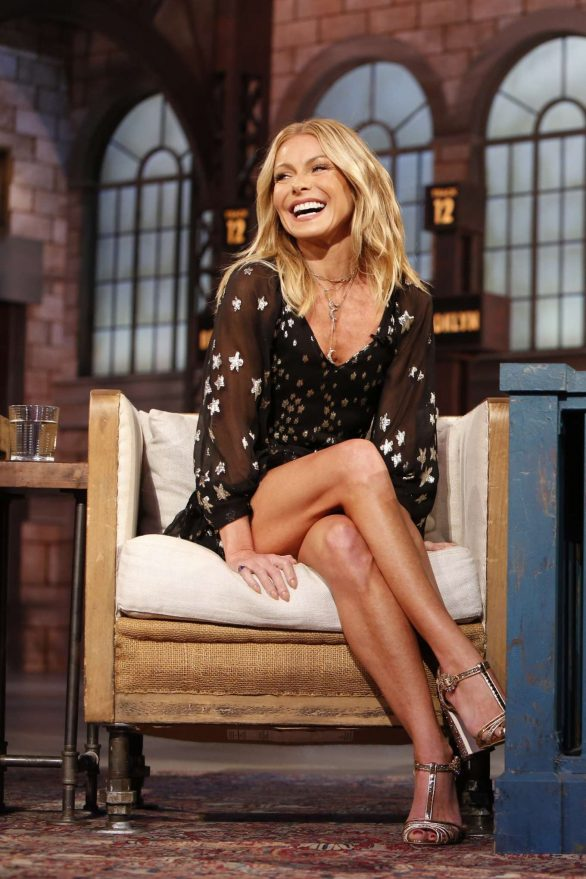 Kelly Ripa - Visits Jimmy Kimmel Live! in Hollywood